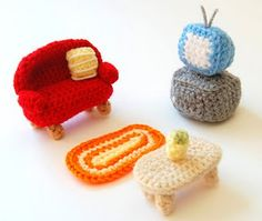 amigurumi living room. great inspiration to dress up dollhouses too