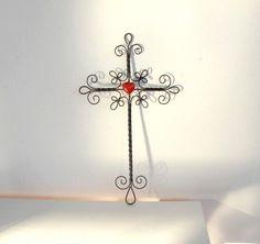drátovaný křížek drátovaný křížek se srdíčkem z korálu výška 29 cm , šířka 16 cm  ...by  metudka