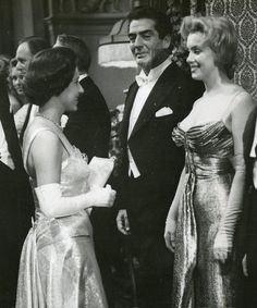 Marilyn meets the Queen and Princess Margaret. Marilyn Monroe Death, Marilyn Monroe Photos, Brigitte Bardot, Golden Age Of Hollywood, Classic Hollywood, Old Hollywood Actresses, Hollywood Icons, Cinema Tv, Star Wars