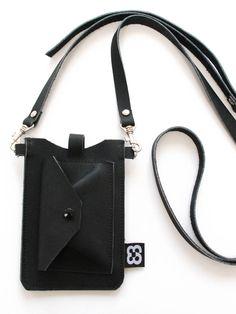 Dit lederen minimale tasje voor maximaal comfort, draag je schuin over je lijf. Van audrey-weeren via http://nl.dawanda.com/