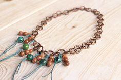 Collar con cadena de cobre y semipreciosas en tonos verde turquesa y naranja. Massaranduba - joyería y bisutería artesanal