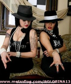 FIRMES CHOLAS - FIRMES TIEMPOS Chola Girl, Pin Up Style, My Style, Rockabilly Looks, Cholo Style, Gangster Girl, Brown Pride, Latin Women, Girl With Hat