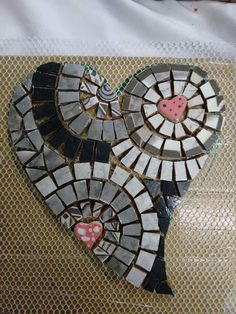 Mosaic Diy, Mosaic Crafts, Mosaic Glass, Stained Glass, Hart Shape, Mosaic Designs, Weird Art, Christmas Images, Tile Art