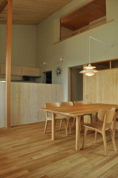 ☆雰囲気好き。淡いグレー?の壁と木の質感。家具搬入-西脇の家 : 設計工房フウカのブログ