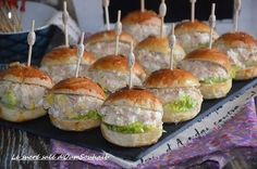 mini burger froid au thon - New Pins Tapas, Mini Bun, Mini Hamburgers, Low Carb Diets, Food Tags, Snack Recipes, Snacks, Food Platters, Whole Foods Market