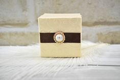 Ekrü köszönetajándék doboz - Tökéletes esküvői meghívók Gift Wrapping, Gifts, Gift Wrapping Paper, Presents, Wrapping Gifts, Favors, Gift Packaging, Gift
