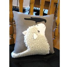 A sheep and crow looking at each other. I have used a woolly fabric for the sheep and added his face and ears in a cream colored wool felt. The ears are 3 dimensional. Applique Cushions, Wool Applique Patterns, Sewing Pillows, Diy Pillows, Decorative Pillows, Sheep Crafts, Felt Crafts, Fabric Crafts, Sewing Crafts