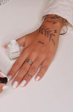 Hand Tattoos, Cool Finger Tattoos, Bff Tattoos, Little Tattoos, Cute Tattoos, Body Art Tattoos, Tattos, Simplistic Tattoos, Elegant Tattoos