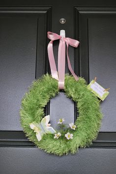 #craft spring wreath made with #FunFur