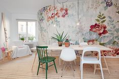 Floral patterns are IN, in a BIG way. The over-sized flower-power trend has been taking over runways and interior spaces. Decor, Interior Trend, Colorful Chairs, Interior Decorating, Wall Decor, Interior, Scandinavian Apartment, Colorful Decor, House Colors