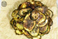 Chipsy z cukinii / Zucchini chips. Recipe > http://magicznyskladnik.pl/2013/09/chipsy-z-cukinii/