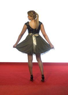 Espectacular vestido en tonos oliva con lazo en raso y falda en tul. Elegante y comodo.  #Vestido #Bodas #Fiestas