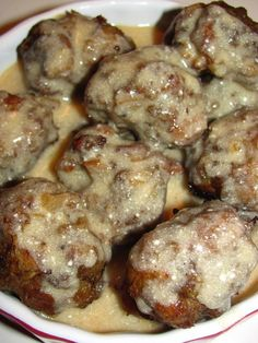 Yum-sam Famous Swedish Meatballs and Gravy! These meatballs are addictive! Ground Beef Recipes, Pork Recipes, Cooking Recipes, Bobby Flay Recipes, Meatball Recipes, Recipies, Beef Dishes, Food Dishes, Main Dishes
