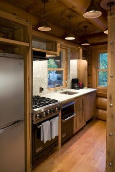 Small Cabin Design Ideas, Pictures, Remodel and an awesome stove! Small Cabin Kitchens, Small Apartment Kitchen, Kitchen Small, Space Kitchen, Natural Kitchen, Compact Kitchen, Cabin Design, Small House Design, Rustic Design