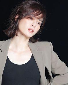 Korean Shows, Actresses, Hair, Lighting, Fashion, Tomy, Female Actresses, Moda, Fashion Styles
