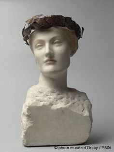 Fernand Khnopff (1858-1921)  Future or A Young Englishwoman  1898  Marble bust with coloured highlights, crown of brass leaves on a copper wire  H. 45.5; W. 28; D. 20 cm  Paris, Musée d'Orsay