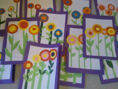 1. Liimaa valkoinen A4-paperi korttipohjan (1/4 isosta kartongista taitettuna) päälle. 2. Leikkaa 3-5 eripituista vartta ja liimaa ne. 3. Leikkaa lehdet ja kuvioi niitä halutessasi puuväreillä. 4. Leikkaa kukkia varten kaksi tai kolme erikokoista ja eriväristä ympyrää (Piirtämisen apuvälineinä oli erikokoisia kipposia ja kupposia) 5. Sommittele lehdet ja kukat kortin päälle ja mieti järkevä liimausjärjestys.