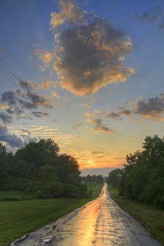Estrada no campo depois de uma tempestade de verão.  Fotografia: Matt Champlin no Flickr.