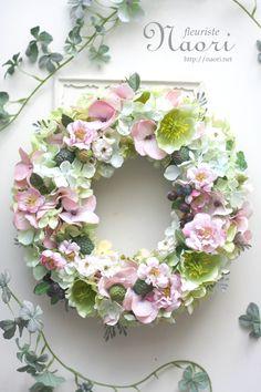 クリスマスローズとベリーのリースHellebores & berry  Garden wreath  Hellebores / Rose…