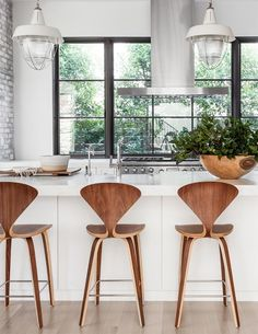 Get the Look : Bright Modern Kitchen