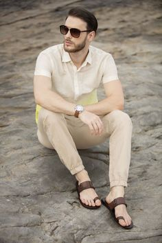 Male Fashion Trends, Mens Fashion, Mens Flip Flops, Male Feet, Tie Dyed, Flip Flop Sandals, Footwear, How To Wear, Outfits