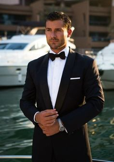 Bruidegom& trouwdag look - kleding # bruid # bruidegom # bruidegame # bruidegom # bruidegom . Groomsmen Attire Black, Groom Outfit, Grooms Men Attire, Groom Suits, Black Suit Groom, Black Dress For Men, Black Men, Wedding Suits, Wedding Attire