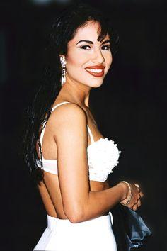 Channel the '90s pop sensation, Selena