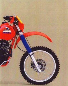 Old school Honda Be afraid. Honda Dirt Bike, Honda Bikes, Old School Motorcycles, Cars And Motorcycles, Monocycle, Soichiro Honda, Motos Honda, Motorcycle Dirt Bike, Japanese Motorcycle