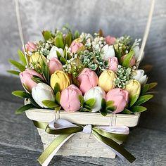 Creative Flower Arrangements, Floral Arrangements, Soap Carving, Wooden Basket, Egg Decorating, Flower Basket, Paper Flowers, Garland, Balloons