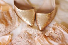Unique Golden Shoes Heel Ideas For Valentines Day 21 - If you are a woman then you must know the importance of high heel shoes. Actually they add some feminine in your life. High heel shoes add inches to y. Gold Glitter Shoes, Sparkle Shoes, Gold Heels, Gold Sparkle, Glitter Nikes, Fancy Shoes, Gold Flats, Tutu, Golden Shoes