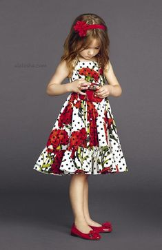 ALALOSHA: VOGUE ENFANTS: Gracing the pages of little models keep sunny in luxe look including the dot black dresses with carnation patterns African Dresses For Kids, Little Girl Dresses, Girls Dresses, Summer Dresses, Little Girl Fashion, Kids Fashion, Dolce And Gabbana Kids, Dolce Gabbana, Dress Patterns