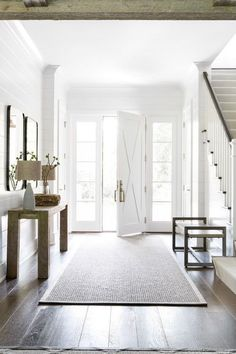 Modern Farmhouse Entryway with White X-Style Door Flanked by Side Lites Our modern farmhouse frenzy continues with modern farmhouse entryway ideas. Before you design your own warm; welcoming farmhouse entryway, you definitely want to look at the ideas! Modern Entryway, Entryway Decor, Entryway Ideas, Entryway Lighting, Modern Stairs, Door Entryway, Hallway Chandelier, Modern Entrance, Rustic Entryway