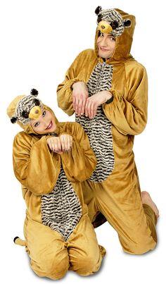 Das Erwachsenen Kostüm mit Thema Afrika oder Tierwelt besteht aus einem Ganzkörper Overall inklusive Kapuze mit Erdmännchen Gesicht und angenähtem Schwänzchen. Der Overall ist aus einem samtigen Material hergestellt und wird vorn mit einem Reißverschluss geschlossen.