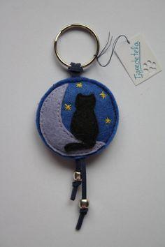 Llavero fieltro gatito en la luna