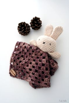 Eco-friendly, hypo-allergenic, baby lovey, security blanket, baby blanket, baby shower gift, bunny lovey, bunny, baby toy, handmade. door larbotriki op Etsy https://www.etsy.com/nl/listing/491306312/eco-friendly-hypo-allergenic-baby-lovey