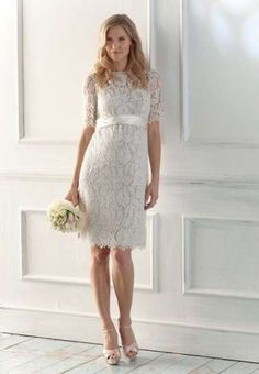 Abiti da sposa per il matrimonio civile - Modello a tubino in pizzo