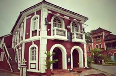 The Portuguese heritage of Goa's Fontainhas Latin Quarter is a main attraction in capital city, Panjim. You can even stay in a mansion there. Goa Travel, Romanesque Architecture, Latin Quarter, Goa India, Traditional House Plans, Main Attraction, Capital City, House Painting, Wonderful Places