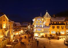 village in the Alpes. Megeve and its Christmas Lights Great Places, Places To See, Beautiful Places, Aspen, Places Around The World, Around The Worlds, Luxury Ski Holidays, Stations De Ski, Voyage Europe