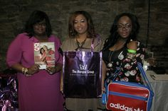 the ladies of Ziel checking out the goodies in the gift bag