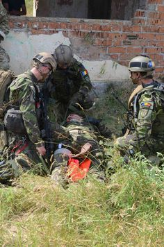 https://flic.kr/p/wimzRR | 061915-A-VU111-235 | During an assault on a small abandoned building being used by enemy combatants, some of the Soldiers sustained simulated injuries that allowed the Romanian SOF Soldiers to practice providing tactical medical care while under fire.
