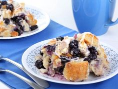 Turn Stale Muffins Into a Killer Casserole It tastes like bread pudding and coffeecake and freshly baked muffins all at once Blueberry Bread Pudding, Blueberry Bagel, Blueberry Recipes, Banana Bread, Quick Bread Recipes, Cooking Recipes, Slow Cooking, Easy Recipes, Slow Cooker Bread Pudding