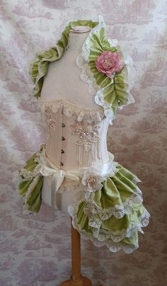 Dupioni Silk Bustle and Shrug [corset not included] by GothicBurlesque - I'm totally enamoured with this outfit! Bjd, Dress Form Mannequin, Bustle Skirt, Lolita Cosplay, Victorian Steampunk, Victorian Fashion, Sexy Corset, Fantasy Costumes, Royal Clothing