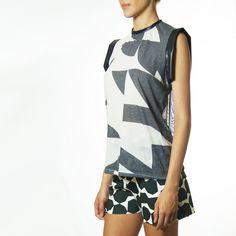 Blusa Nacht Estampada com Mesh costas + Shorts FLEEK Neoprene Estampado
