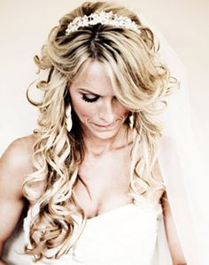 Curls with Tiara and Veil: wish i could pull this off...GORGEOUS!