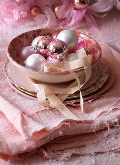 apositivelybeautifulblog:    (via MY PINK CHRISTMAS / Pink Christmas)