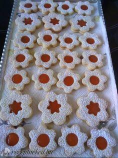 Linzer Gingerbread Cookies, Desserts, Food, Gingerbread Cupcakes, Tailgate Desserts, Deserts, Essen, Postres, Meals