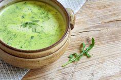 Broccoli-Kokos-Suppe - Wenig Kalorien aber dank Brokkoli ein hoher Sättigungsgrad - diese Suppe ist gerade am Abend die Wunderwaffe gegen Heißhungerattacken.