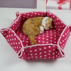 Flat & Snap Kitty Bed- sewing project.  Looks super comfy for a dog too, just bigger!!