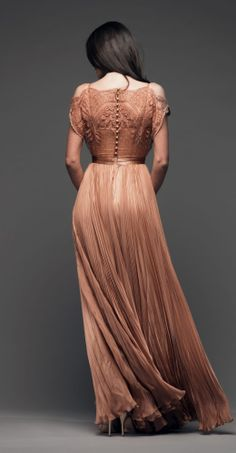 Lace/applique, satin waist and buttons, combined with lovely pleats. Beautiful Gowns, Beautiful Outfits, Pretty Outfits, Pretty Dresses, Fiestas Party, Vogue, Creation Couture, Gowns Of Elegance, Dress Me Up