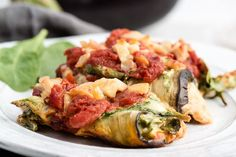 What is Eggplant Rollatini? You probably already knew that eggplant rollatini is an Italian dish. Typically, eggplant rollatini is made by coating eggplant slices with bread crumbs or wheat flour. Ketogenic Recipes, Low Carb Recipes, Whole Food Recipes, Healthy Recipes, Sin Gluten, Tofu, Clean Eating Recipes, Healthy Eating, Healthy Food